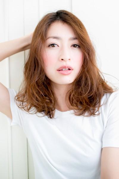外国人のようなくせ毛はカットが大事、大人かわいいセミディ