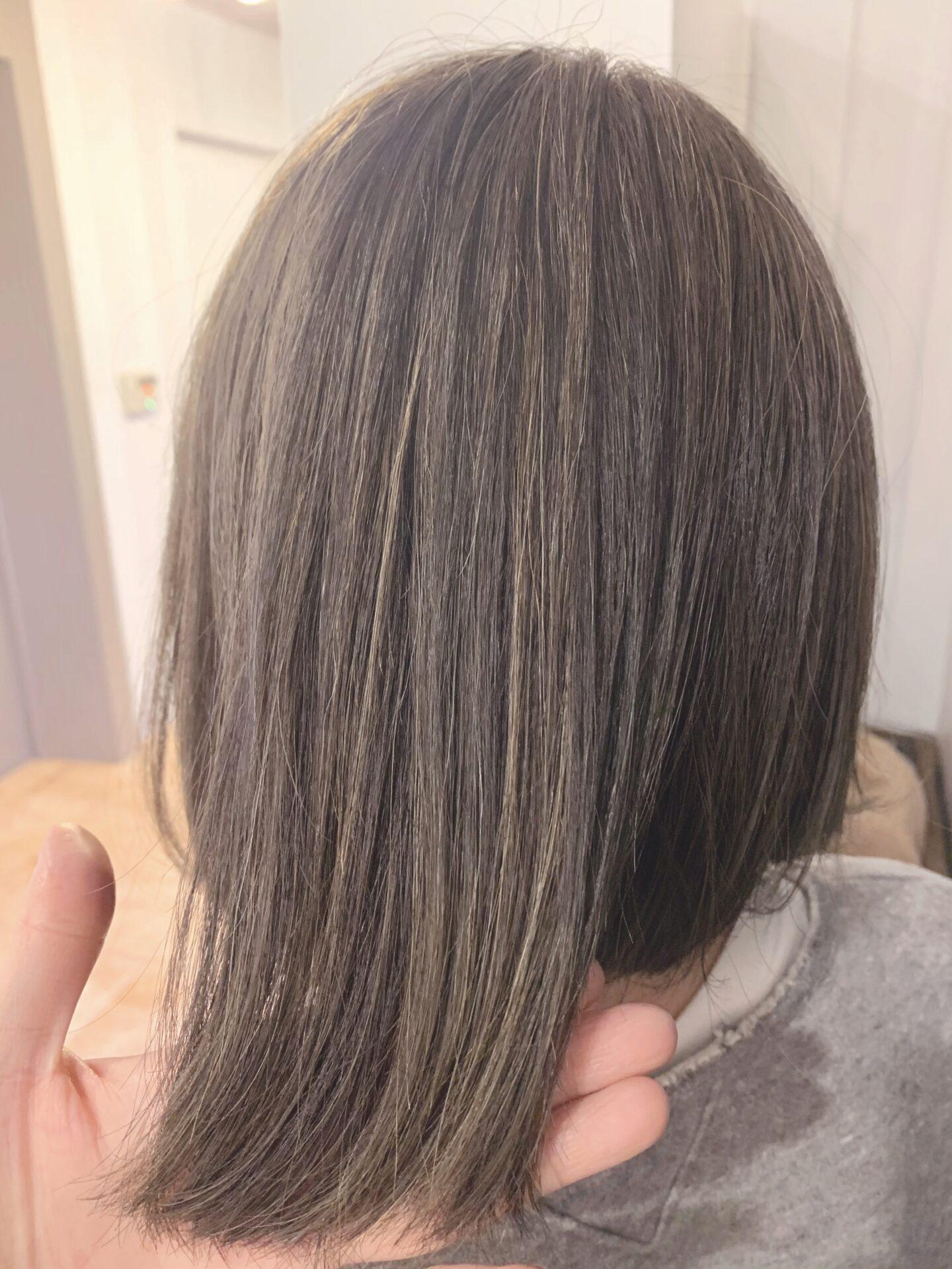 白髪を隠しながらオシャレなハイライトカラーがオススメ!^ ^